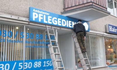 48.reklama-swietlna-niebieski-dibond.JPG