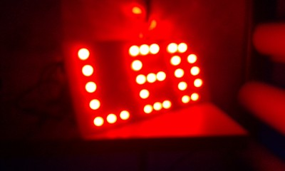 16.litera-diody-czerwone.jpg